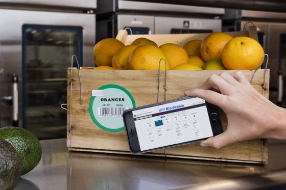 QR-code scant volledige geschiedenis voedingsmiddelen