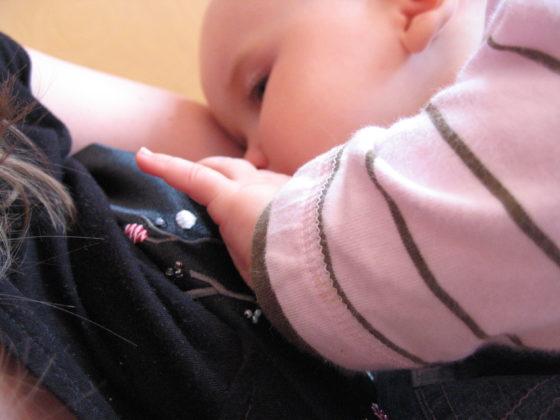 Mogelijk geen beschermd effect van borstvoeding op astma