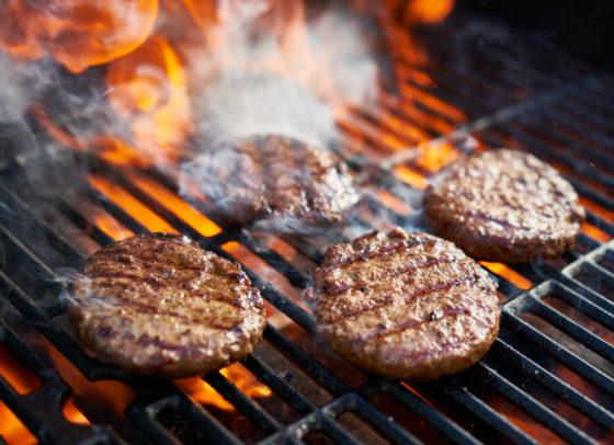 Roosteren en grillen van vlees kan risico op hoge bloeddruk vergroten