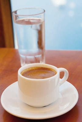 Effect van koffie en water op vochtbalans vergeleken *