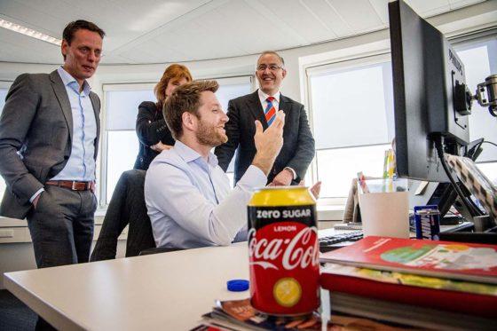 Coca-Cola neemt Burgemeester Aboutaleb mee in de wereld van frisdrank