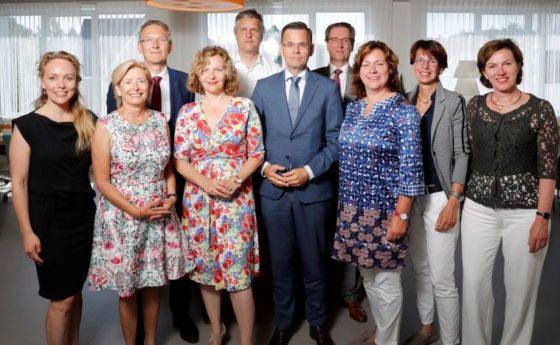Minister Schippers sluit eerste akkoord voor paramedische zorg