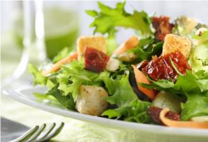 Nog vaak te veel zout in Britse salades
