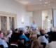Attachment voedingsdeskundige jan de vries spreekt de deelnemers toe van het eerste symposium van het genootschap voor culinaire filosofie december 2009 80x68