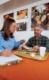 Attachment voedingskundige kay behall met een vrijwilliger die meedoet aan onderzoek naar de effecten van brood op bloedglucose en insulinewaarden foto scott bauer december 2009 49x80