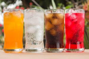 Suikerhoudende dranken gaan even sterk samen met levervet als alcohol