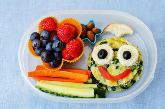 Oudere kinderen nemen minder groente en fruit mee naar school