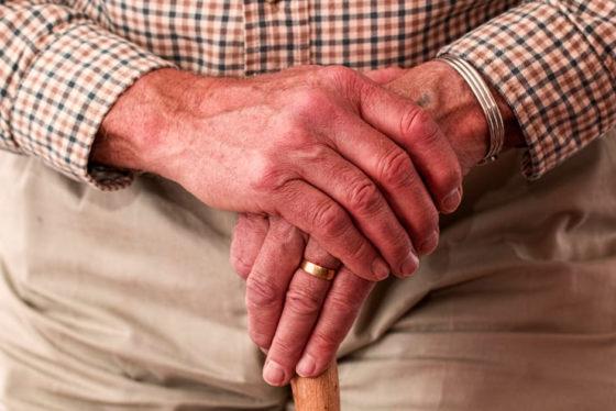 Te zware oudere verkleint risico hart- en vaatziekten met beweging