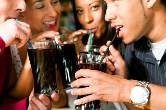 Suiker gelinkt aan onderdrukking stresshormoon bij vrouwen, aspartaam niet
