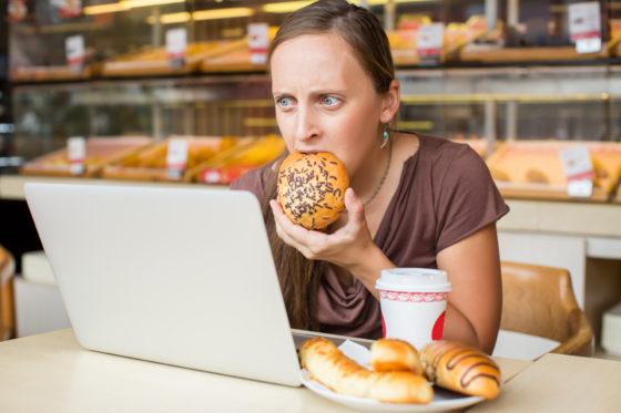 Hoge werkdruk zorgt voor gewichtstoename bij vrouwen