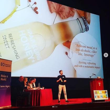 Student-ondernemer maakt drankje om aandacht te vragen voor bijen