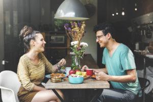 'Vrouwen daten voor een gratis maaltijd'