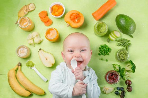 WHO: Babyvoeding nog te suikerrijk en niet goed aangeprezen