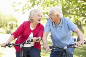 Onderzoek wijst uit waarom oudere mensen sneller aankomen