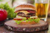 Hoe verder je van een fastfoodketen woont, hoe lager de kans op overgewicht